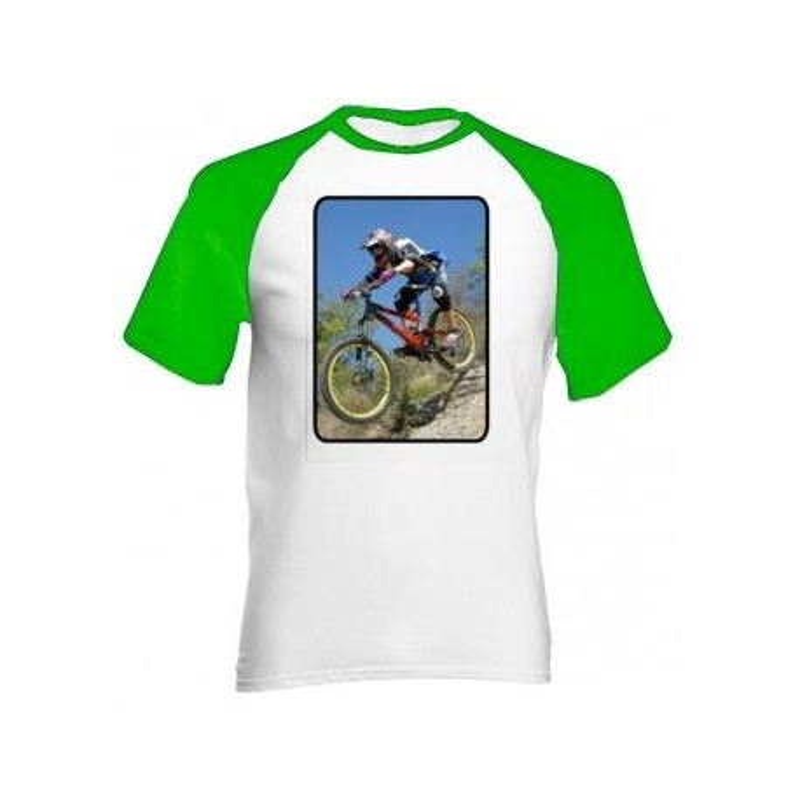 Tee shirt manches vertes photo