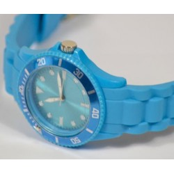 Montre silicone turquoise gravée